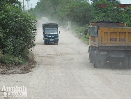 Ha Noi: 'Bao bui' mu mit tren duong vao cang Khuyen Luong - Anh 8