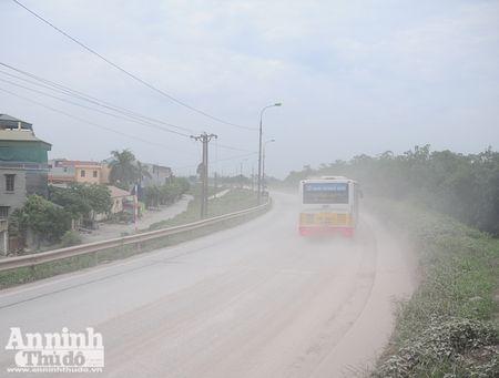 Ha Noi: 'Bao bui' mu mit tren duong vao cang Khuyen Luong - Anh 9