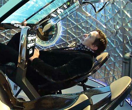 Elon Musk hien tai dang song hoan toan trong tuong lai - Anh 1