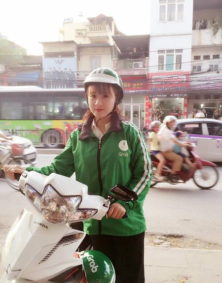Nu tai xe Grabbike xinh nhat vinh Bac Bo lam anh em muon di xe om ca thang - Anh 2