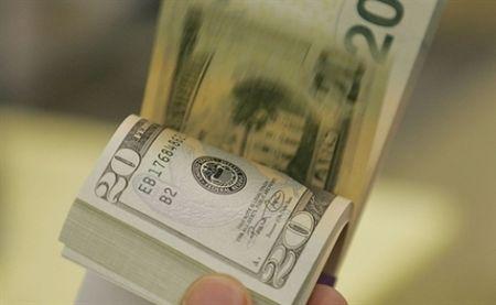 Ty gia tai ngan hang tang sau khi NHNN nang gia mua vao USD - Anh 1