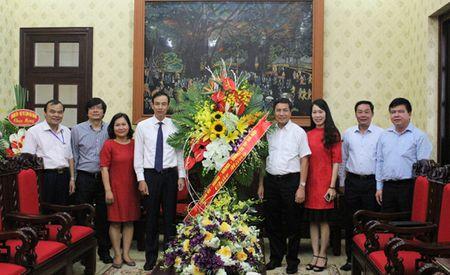 Pho Bi thu Thanh uy Dao Duc Toan chuc mung cac co quan bao chi - Anh 2