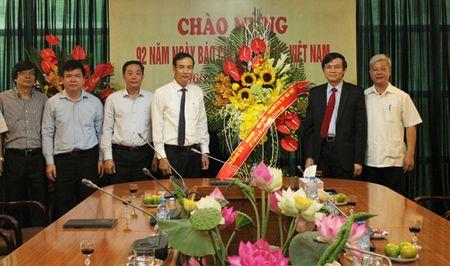 Pho Bi thu Thanh uy Dao Duc Toan chuc mung cac co quan bao chi - Anh 3