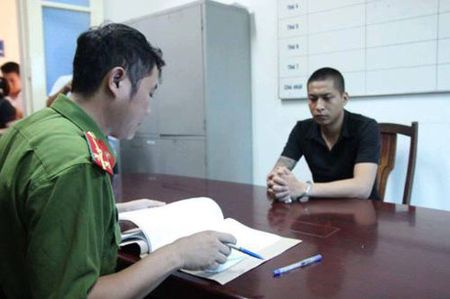 Bat khan cap doi tuong hanh hung bac si - Anh 1