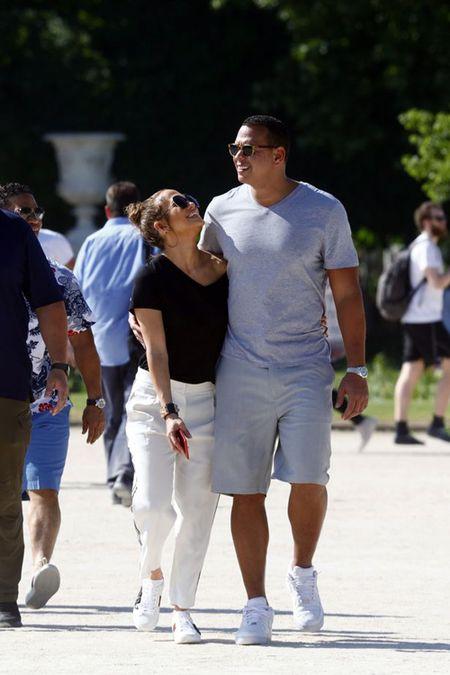 Jennifer Lopez va nguoi tinh 'tron con', hen ho o Paris - Anh 1