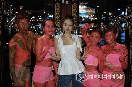 Minh Hang don sinh nhat hoanh trang ben ban be - Anh 2