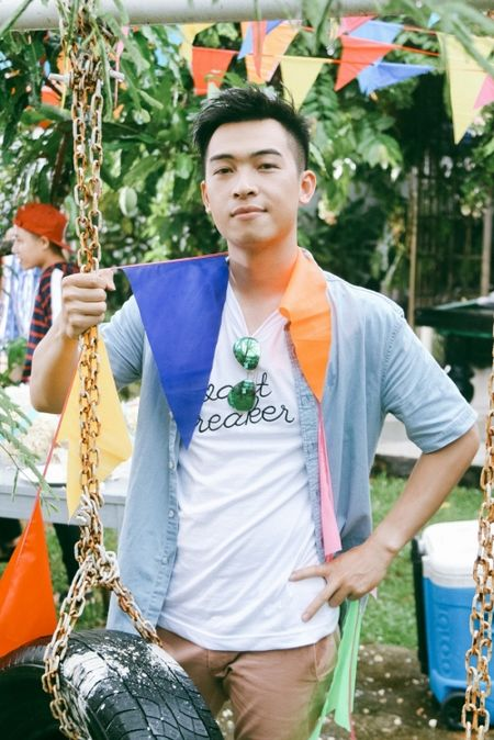 Hau The Voice, Noo Phuoc Thinh 'quay' het minh cung hoc tro trong MV ky niem - Anh 10