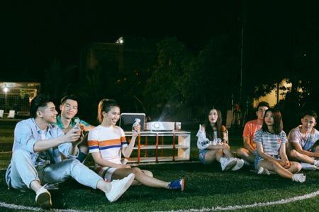Hau The Voice, Noo Phuoc Thinh 'quay' het minh cung hoc tro trong MV ky niem - Anh 15