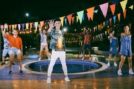 Hau The Voice, Noo Phuoc Thinh 'quay' het minh cung hoc tro trong MV ky niem - Anh 4