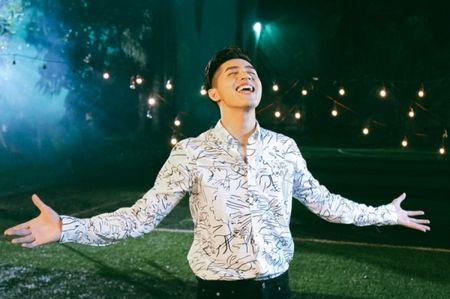 Hau The Voice, Noo Phuoc Thinh 'quay' het minh cung hoc tro trong MV ky niem - Anh 6