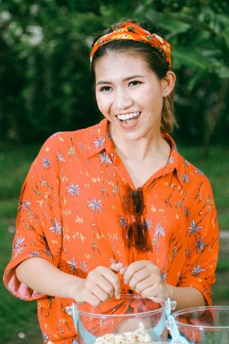 Hau The Voice, Noo Phuoc Thinh 'quay' het minh cung hoc tro trong MV ky niem - Anh 8