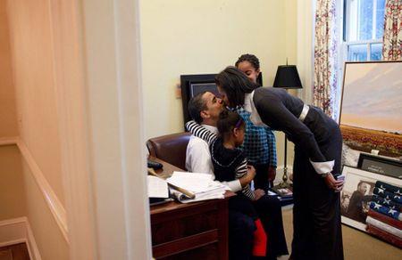 Ba Michelle Obama gui nhung loi co canh cho chong nhan ngay cua Cha - Anh 4