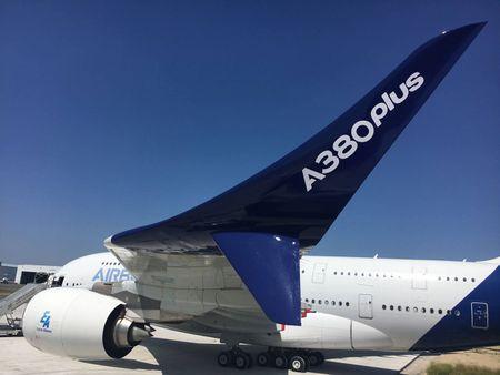 Airbus ra mat may bay lon nhat the gioi - Anh 1