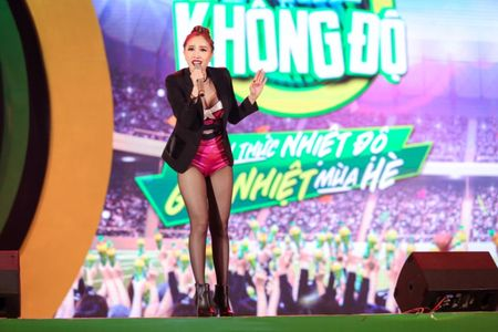 Min hat chay chieu fan trong dem nhac 'New hits on the top' - Anh 2