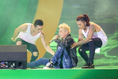 Min hat chay chieu fan trong dem nhac 'New hits on the top' - Anh 5