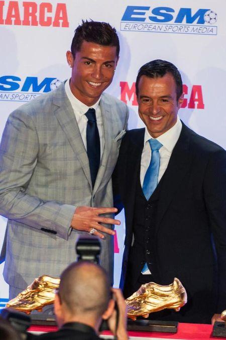'Sieu co' Jorge Mendes nhan lenh dua Ronaldo ve Man Utd - Anh 1