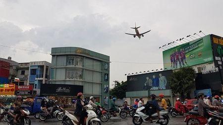 Cuoc song nguoi dan duoi 'pheu bay' Tan Son Nhat - Anh 1