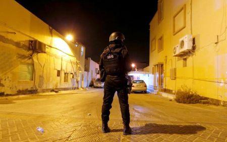 Danh bom khung bo o Bahrain, 1 canh sat thiet mang - Anh 1