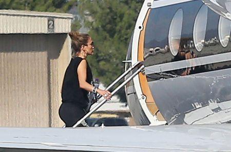 He lo hoa don 7 ty Jennifer Lopez vung tay cho 2 ngay du hy voi tinh tre - Anh 3