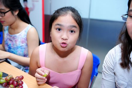 Phuong My Chi, Thien Nhan cung 14 tuoi: Ke bi che chin ep, nguoi duoc khen - Anh 24