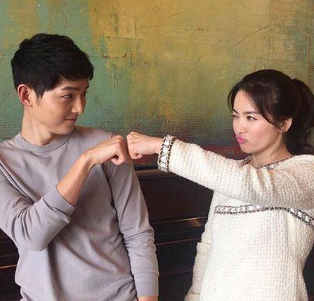 Nhung lan Song Joong Ki va Song Hye Kyo bi dinh tin don hen ho - Anh 4
