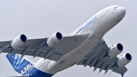 'Mo xe' may bay lon nhat the gioi Airbus vua ra mat - Anh 4