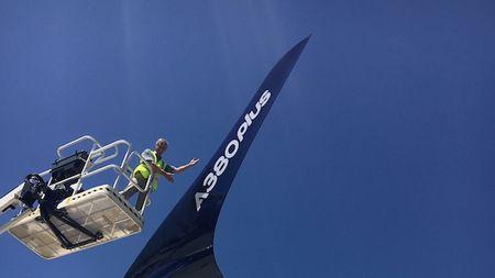 'Mo xe' may bay lon nhat the gioi Airbus vua ra mat - Anh 9