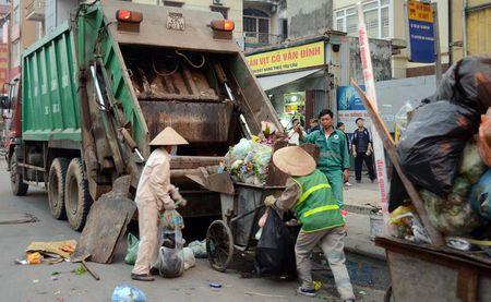 Xu ly chat thai ran: Loay hoay den bao gio? - Anh 1