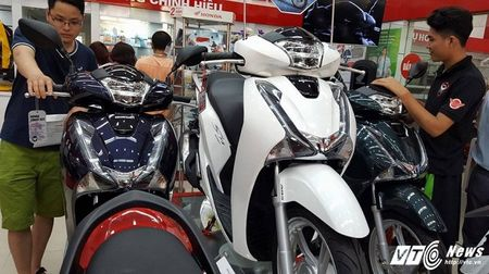 Gia xe may Honda giam manh, SH125 chi 71,5 trieu dong - Anh 1