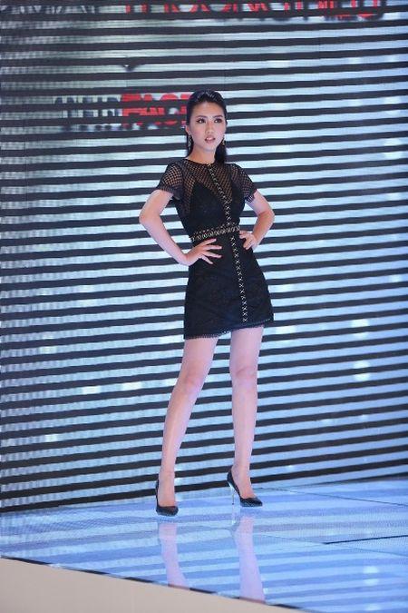 The Face: Team Hoang Thuy thua tran, phai loai Thieu Lan - Anh 2