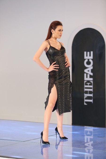 The Face: Team Hoang Thuy thua tran, phai loai Thieu Lan - Anh 8