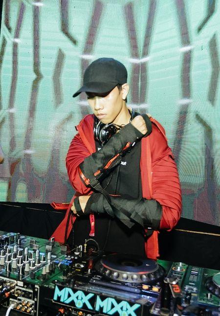 DJ Hoaprox tung san pham 'de ghien' voi hang thu am hang dau Ha Lan - Anh 2