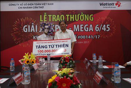 Ty phu jackpot Vietlott 82 ty dong trich 100 trieu lam tu thien - Anh 2