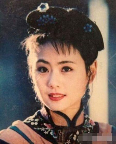 Du o do tuoi U40, 'Co gai giang ho' Lieu Hong trong 'Hoan Chau Cach Cach' van so huu than hinh boc lua - Anh 3