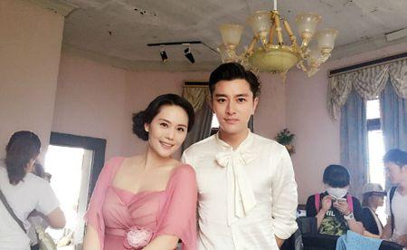 Du o do tuoi U40, 'Co gai giang ho' Lieu Hong trong 'Hoan Chau Cach Cach' van so huu than hinh boc lua - Anh 7