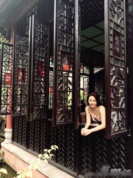 Du o do tuoi U40, 'Co gai giang ho' Lieu Hong trong 'Hoan Chau Cach Cach' van so huu than hinh boc lua - Anh 9