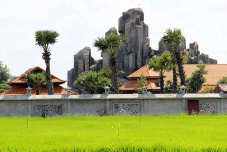 Ky luat can bo trong vu Viet Kieu xay khu nghi duong khong phep - Anh 1
