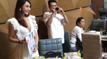 Sau scandal noi doi o Dai Loan, Helen Thanh Dao bat ngo ve nuoc ra mat sach - Anh 1