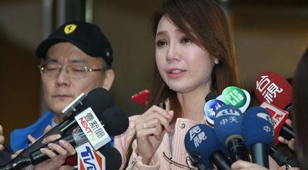 Sau scandal noi doi o Dai Loan, Helen Thanh Dao bat ngo ve nuoc ra mat sach - Anh 3