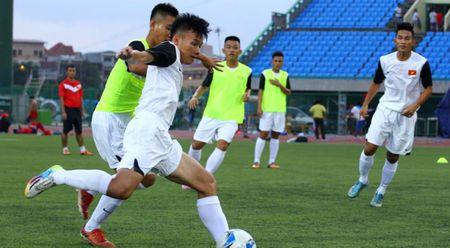 U.17 Viet Nam dai chien U.17 Campuchia tren san Olympic - Anh 1