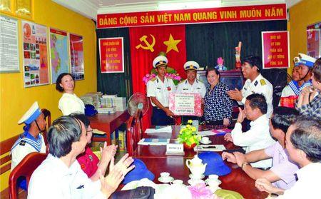 Truong Sa luon in dam trong trai tim nguoi Ha Noi - Anh 8