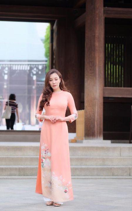 Ho Quynh Huong mac ao dai, mang non la tai ngoi den lon nhat Tokyo - Anh 3