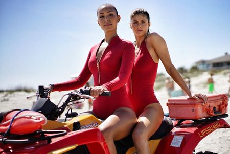 'Baywatch', '50 sac thai' bi che la phim do nhat nua dau 2017 - Anh 1