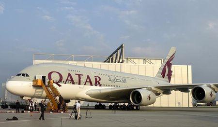 Qatar Airways 'khau chien' voi cac nuoc lang gieng qua quang cao moi - Anh 1
