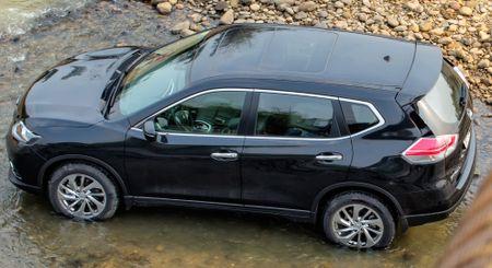 Danh gia Nissan X-Trail: Chay dua ve gia va cong nghe an toan - Anh 2