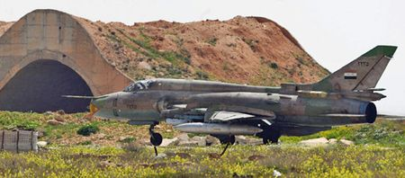 Syria giai cuu Dai ta phi cong lai Su-22 bi ban roi o Raqqa - Anh 1