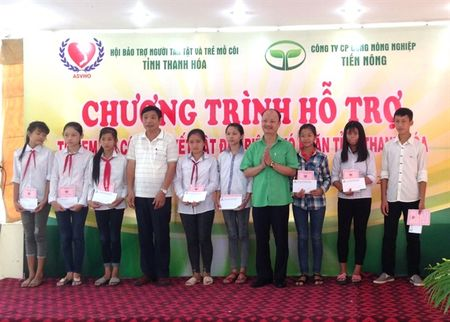 Thanh Hoa: Tien Nong dong hanh giup do tre em kho khan - Anh 1