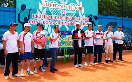 Giai tennis huu nghi cua cong dong Viet Nam tai Ukraine - Anh 1