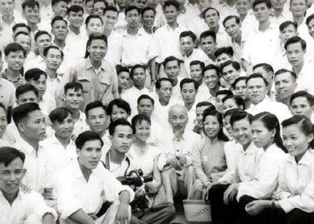 Ky niem 92 nam Ngay Bao chi Cach mang Viet Nam: Bac Ho voi nhung nguoi lam bao - Anh 1