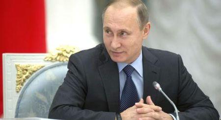 Tong thong Putin buon ngu khi xem phim khen ngoi minh - Anh 1